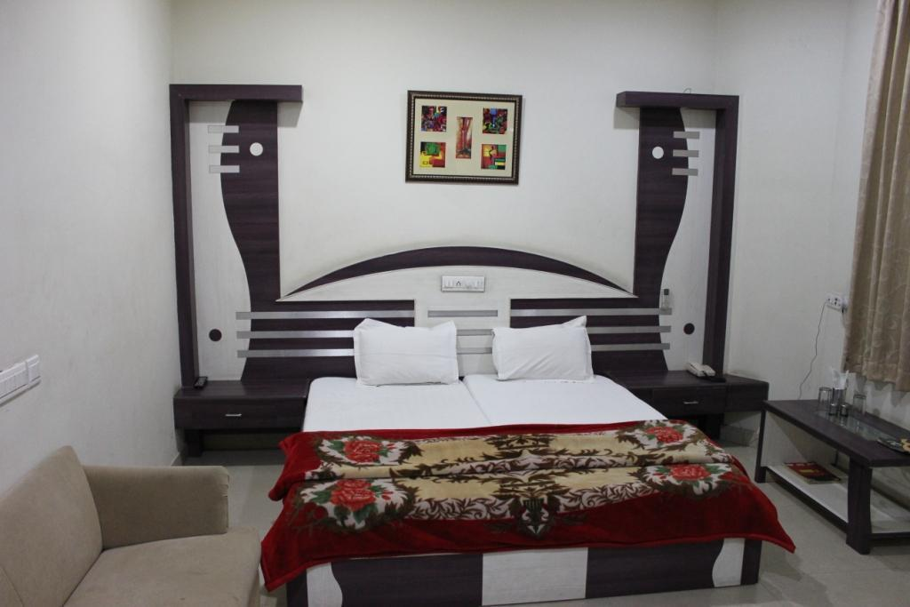 Standard Double Bed Non-Air Conditioning Hotel Shankar Palace