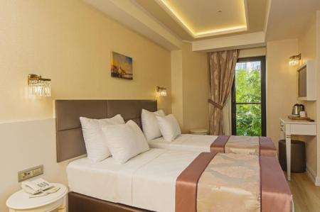 Standart Single Room Grand Naki Hotel