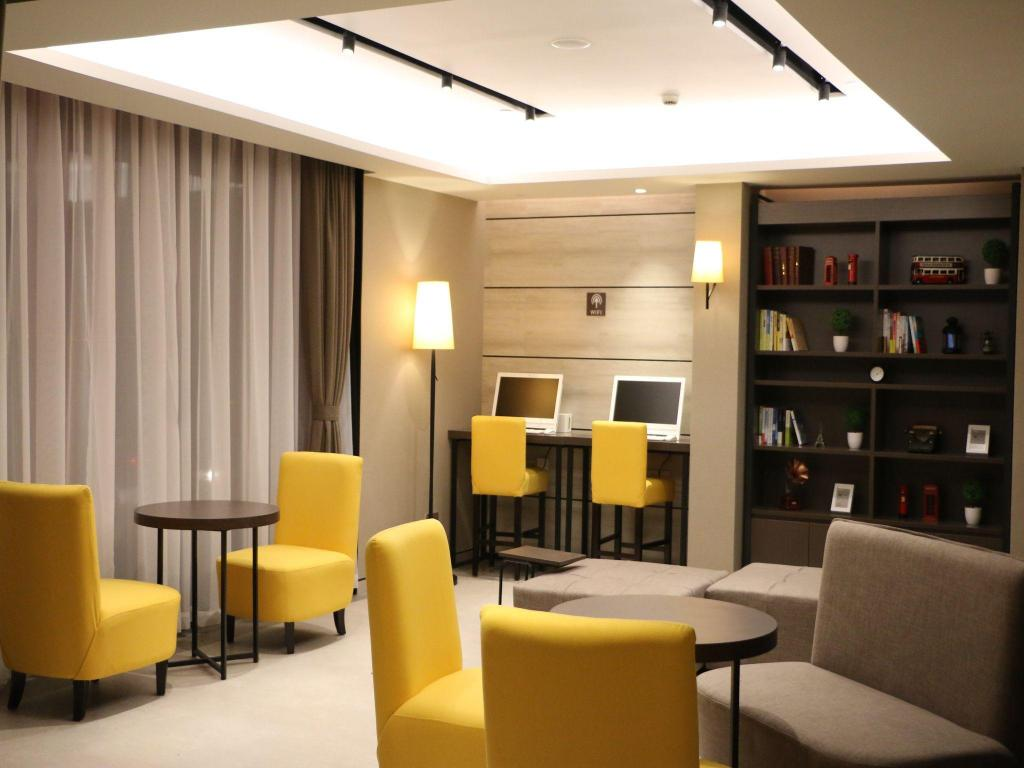 Lobby Homeinn Plus Shanghai People Square East Jinling Road