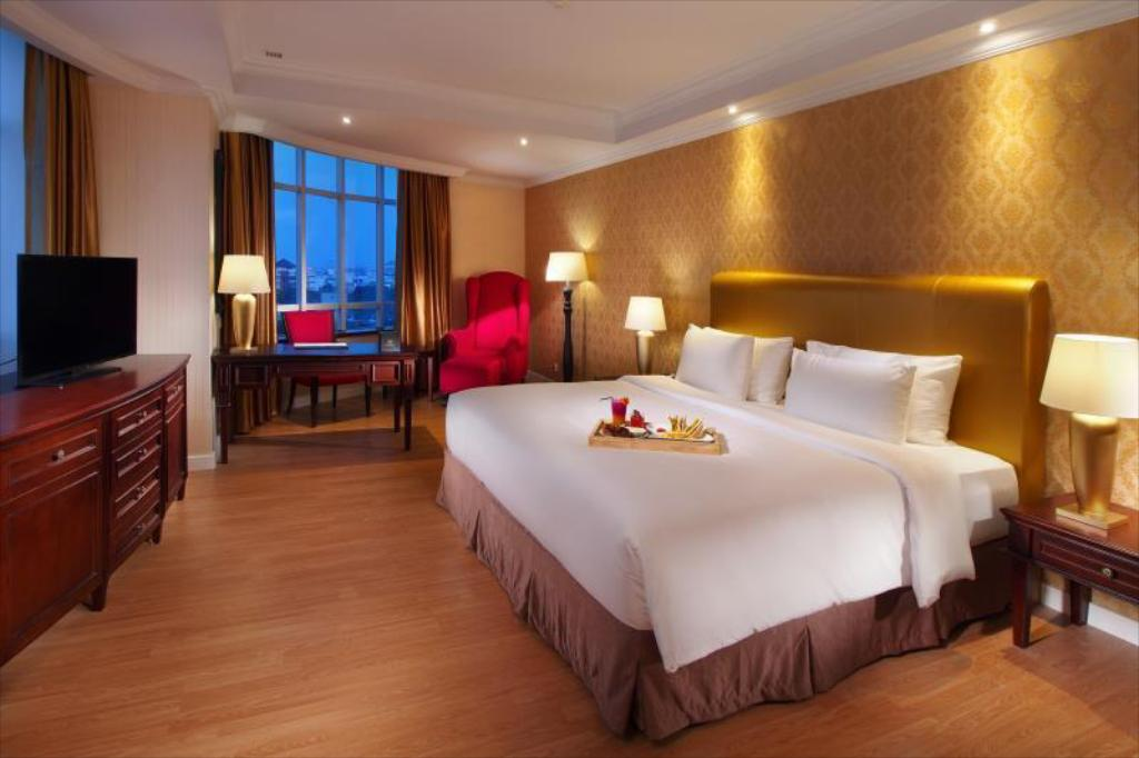 Deluxe Room Double Or Twin Bed - Guestroom Adimulia Hotel Medan