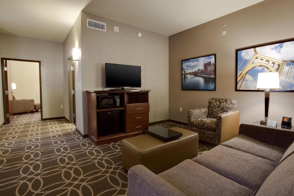 1 King Suite - Guestroom Drury Plaza Hotel Pittsburgh Downtown