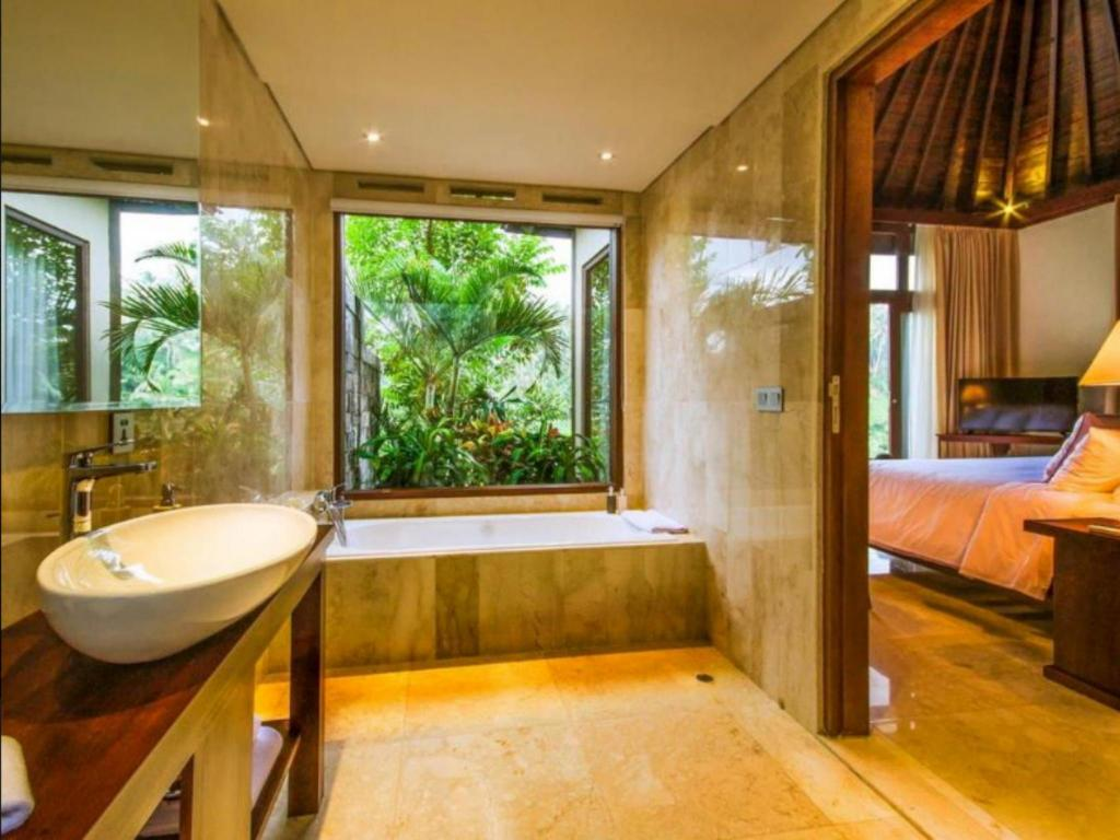 Bathroom Udhiana Resort Ubud