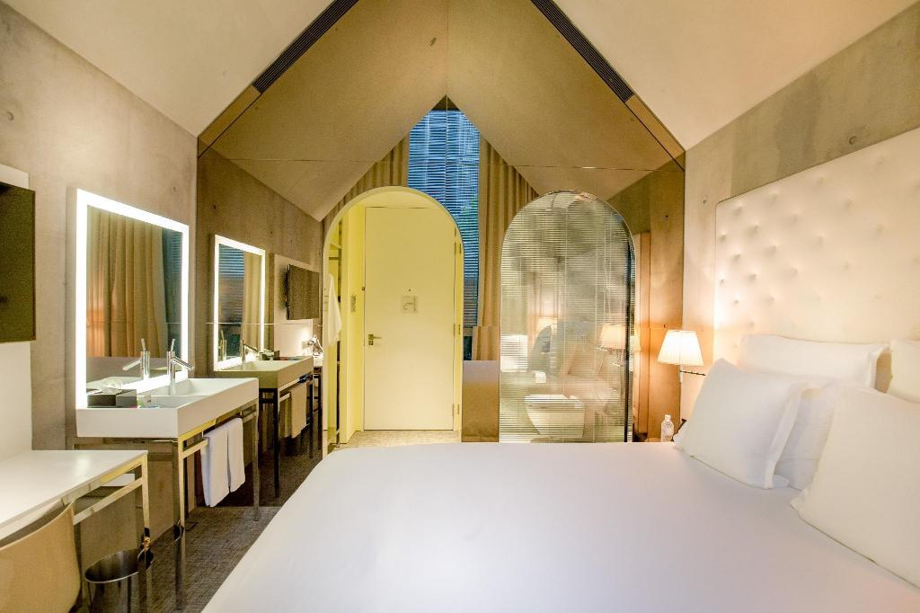 Alcove Room - Bed M Social Singapore