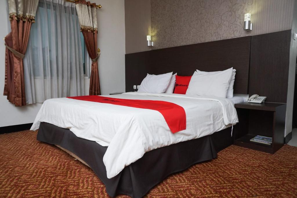 Reddoorz Plus Cihampelas 3 Bandung Offers Free Cancellation 2021 Price Lists Reviews