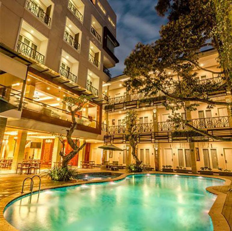 Swimming pool [outdoor] Gets Hotel Malang