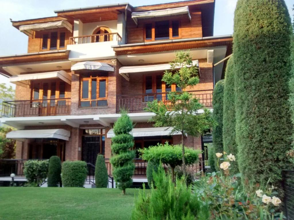 More about The Oasis Srinagar