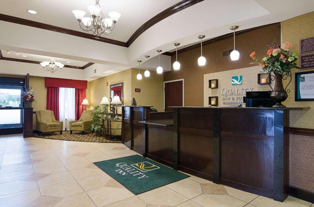 Лоби Holiday Inn Express & Suites OLATHE SOUTH