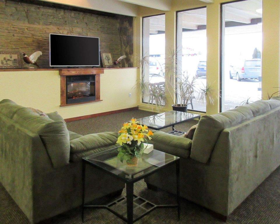Лобби Econo Lodge Inn and Suites Brookings