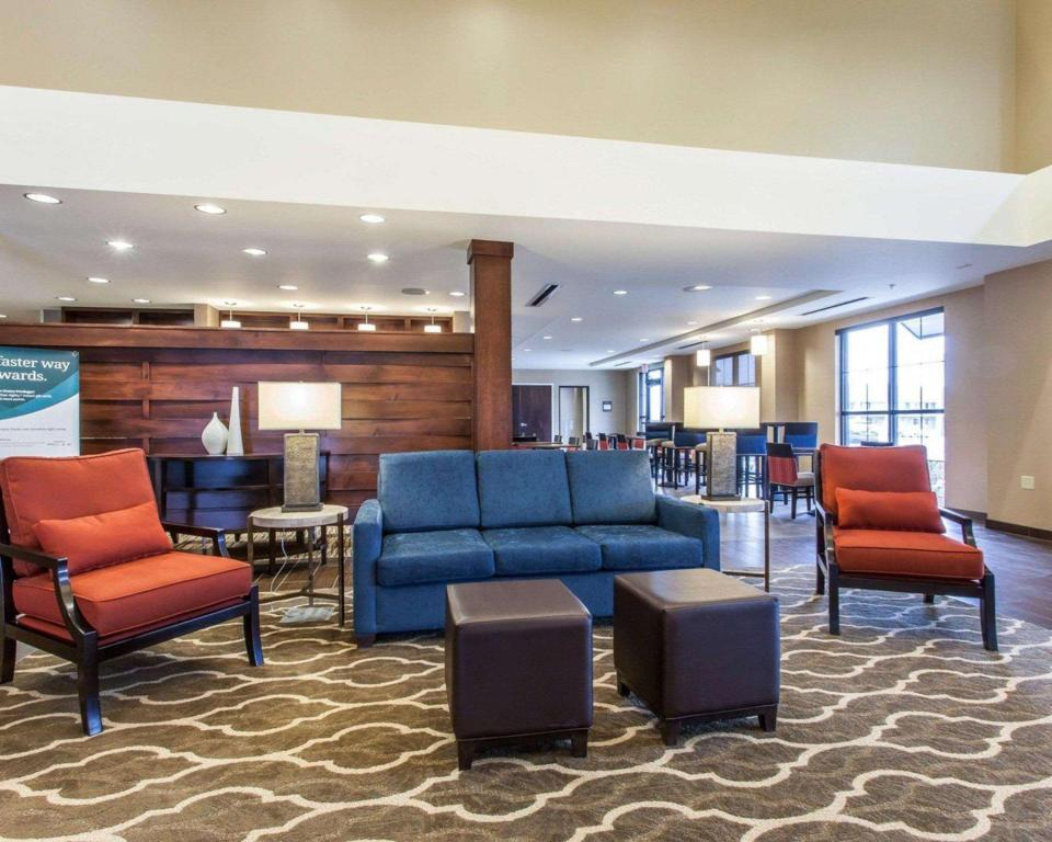 Vestíbulo Comfort Suites Youngstown North