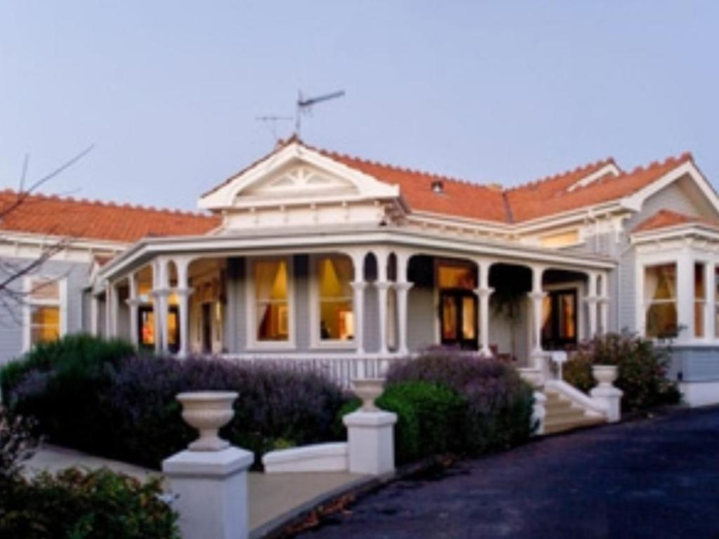 More about McHardy Lodge