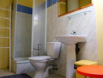 Cameră twin standard, cu baie comună (Standard Twin Room with Shared Bathroom)