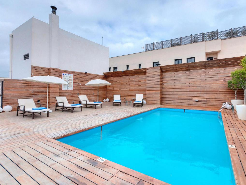 Swimming pool Hotel Ceuta Puerta de Africa