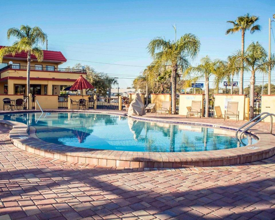 piscina al aire libre Rodeway Inn Clearwater