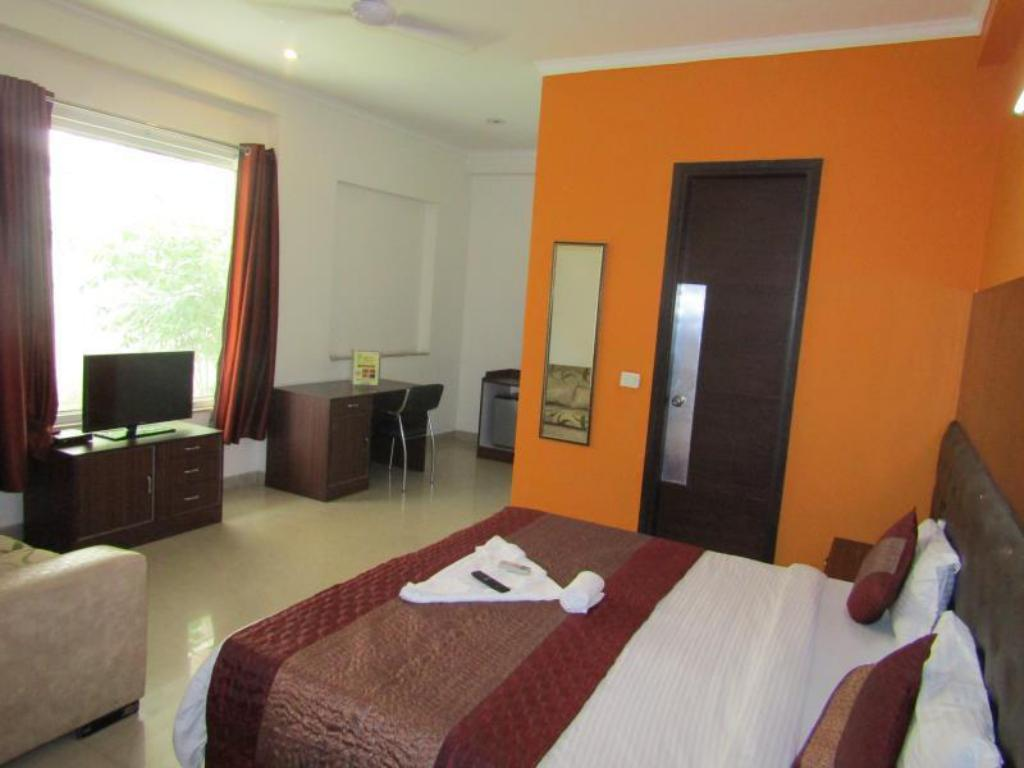 Deluxe Room - Breakfast Included - Guestroom Lime tree hospitality