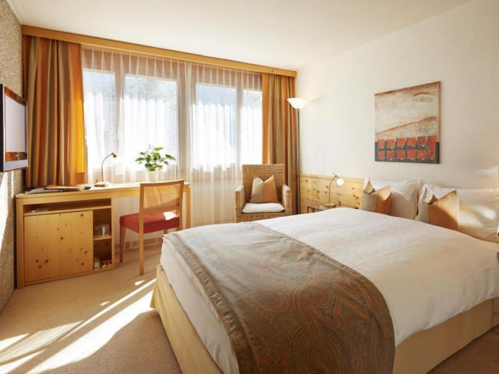 Classic Single Room - Guestroom Gstaaderhof Swiss Quality Hotel