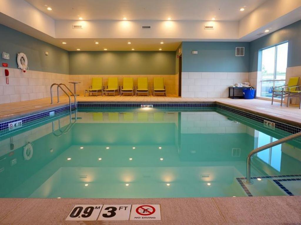 Swimming pool Holiday Inn Express & Suites Omaha - Millard Area