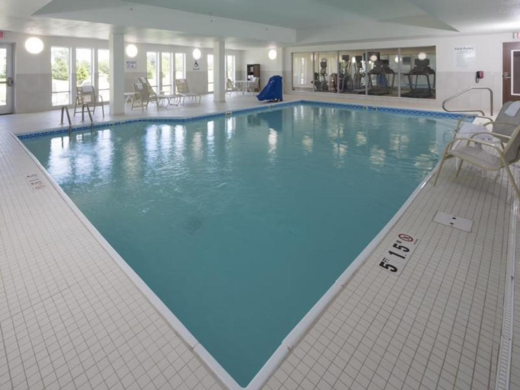 Piscina Holiday Inn Express & Suites Alpena - Downtown