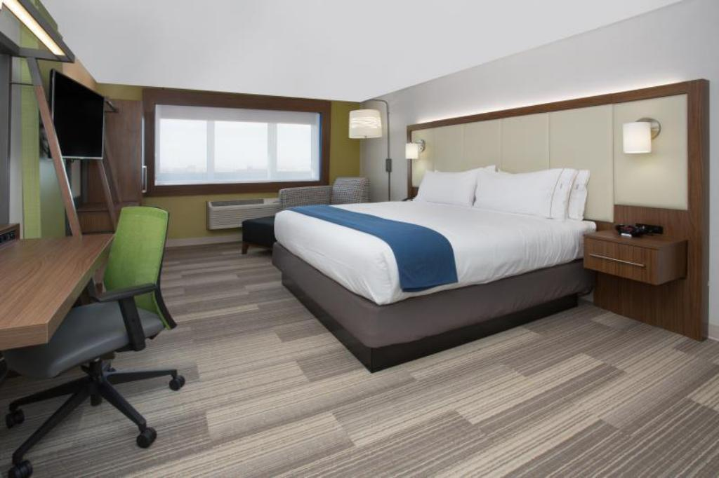King Suite Non-smoking - Guestroom Holiday Inn Express Troy