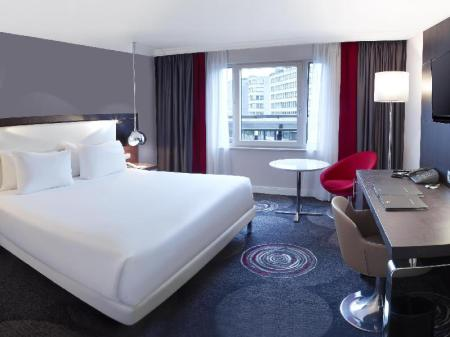 King Guest Room - Bed Hilton Brussels Grand Place