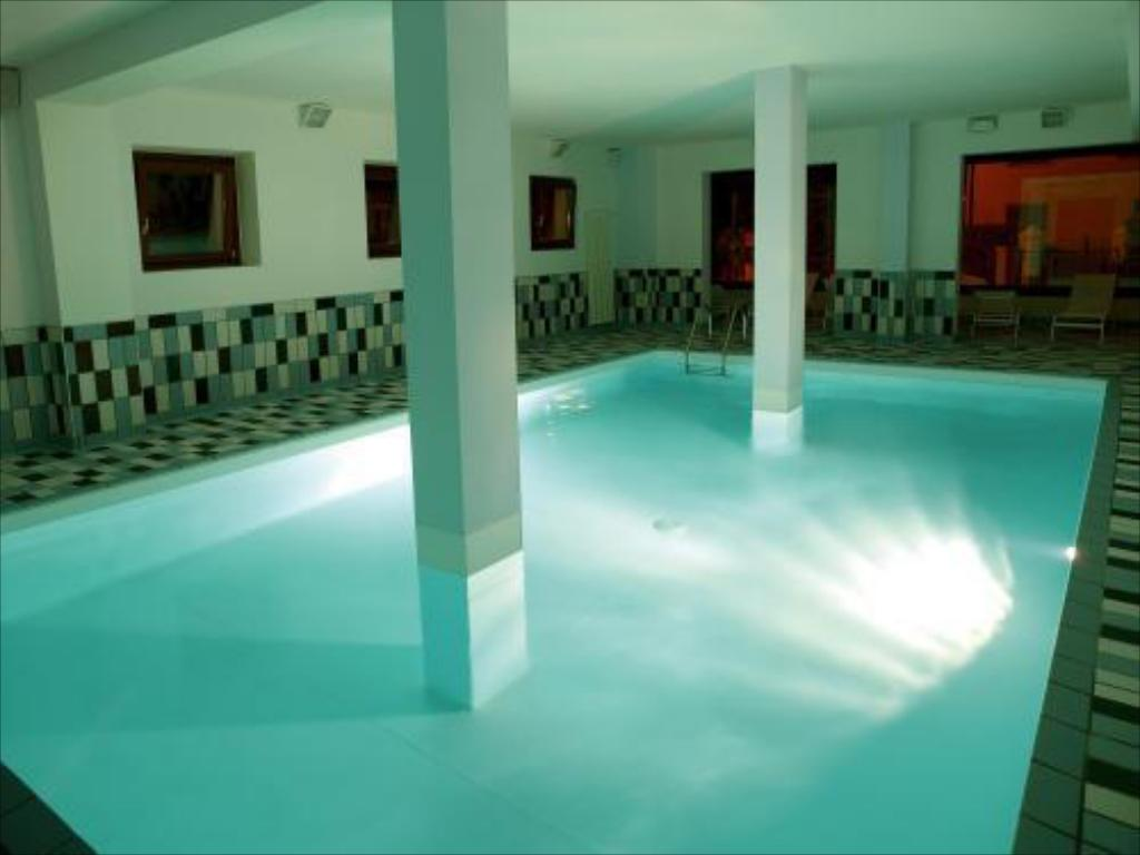 Swimming pool International Hotel