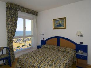 Doppel-/Zweibettzimmer mit seitlichem Meerblick (Double or Twin Room with Partial Sea View)