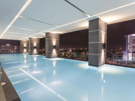 Swimming pool The Shore Hotel & Residences
