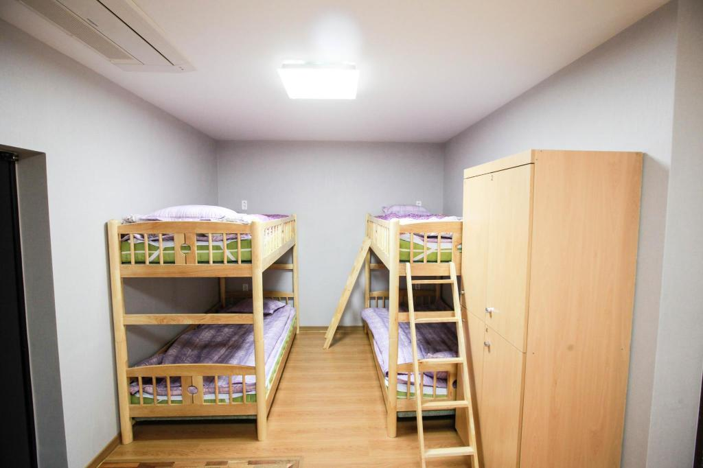 8-Bed Dormitory - Male Only Miso Guesthouse