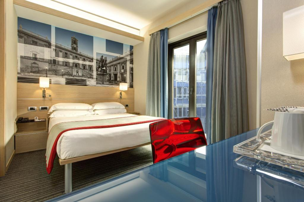 Small Double - Bed iQ Hotel Roma