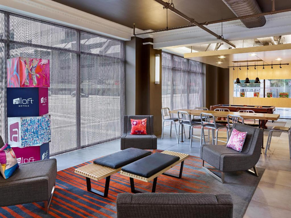 Лоби Aloft Houston Downtown