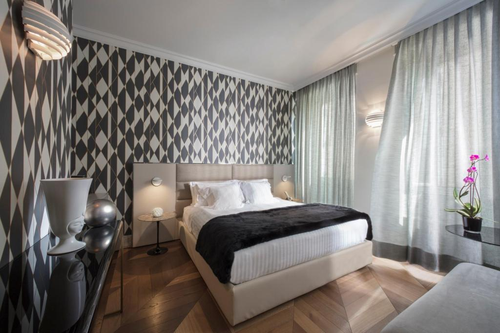Prestige Double Room - Bed Hotel Palazzo Manfredi – Relais & Chateaux