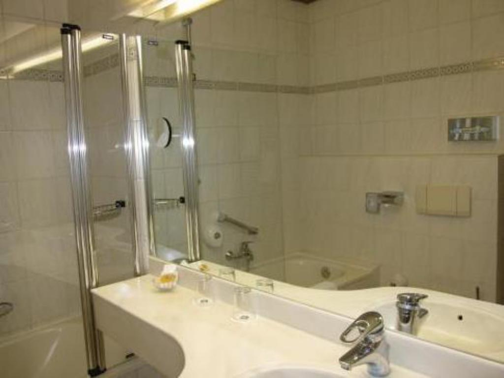 Bathroom BEST WESTERN Hotel International