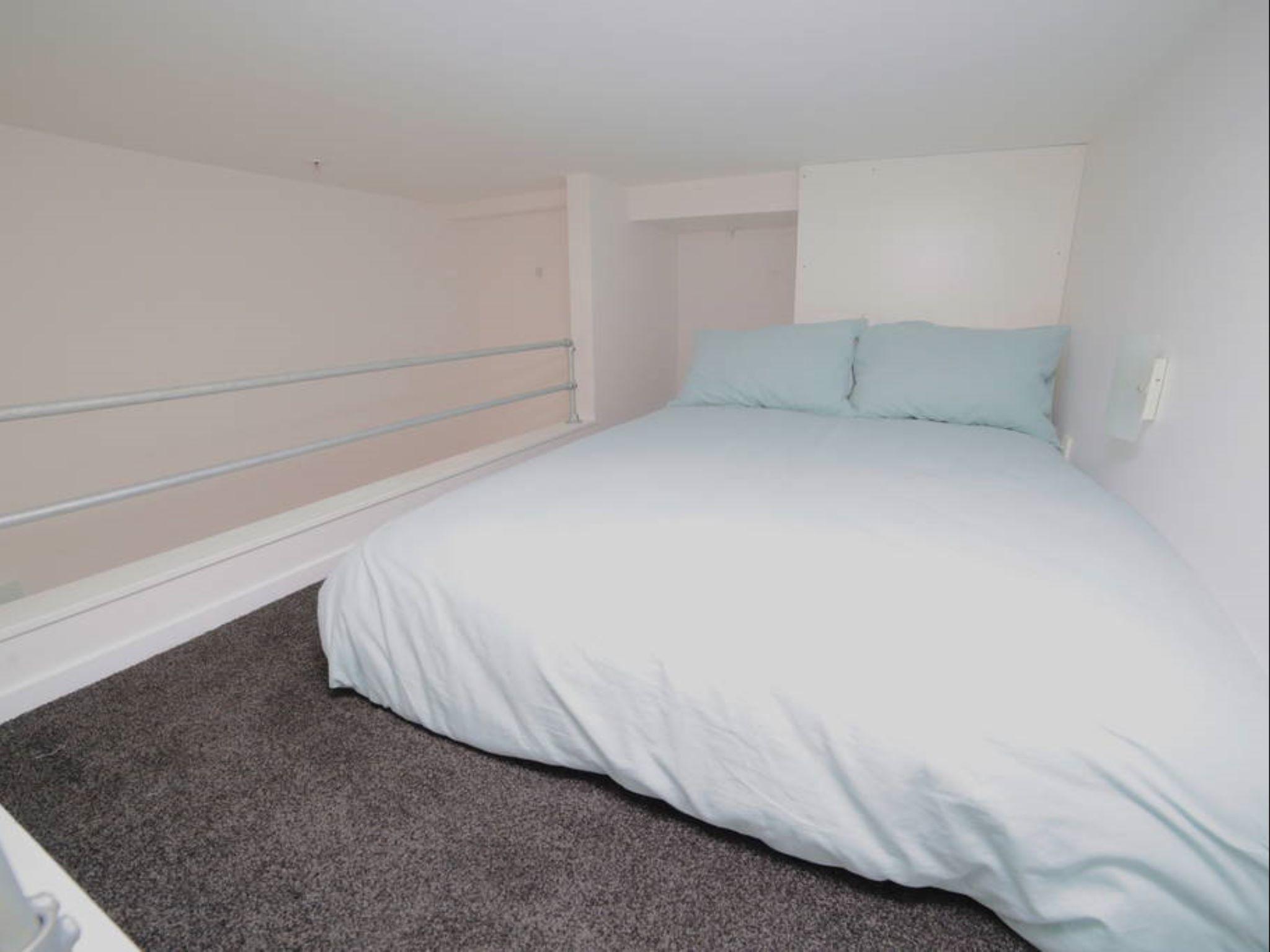 Elegant One Bedroom Apartment   Bed Urban Chic Loft Off Queen Street