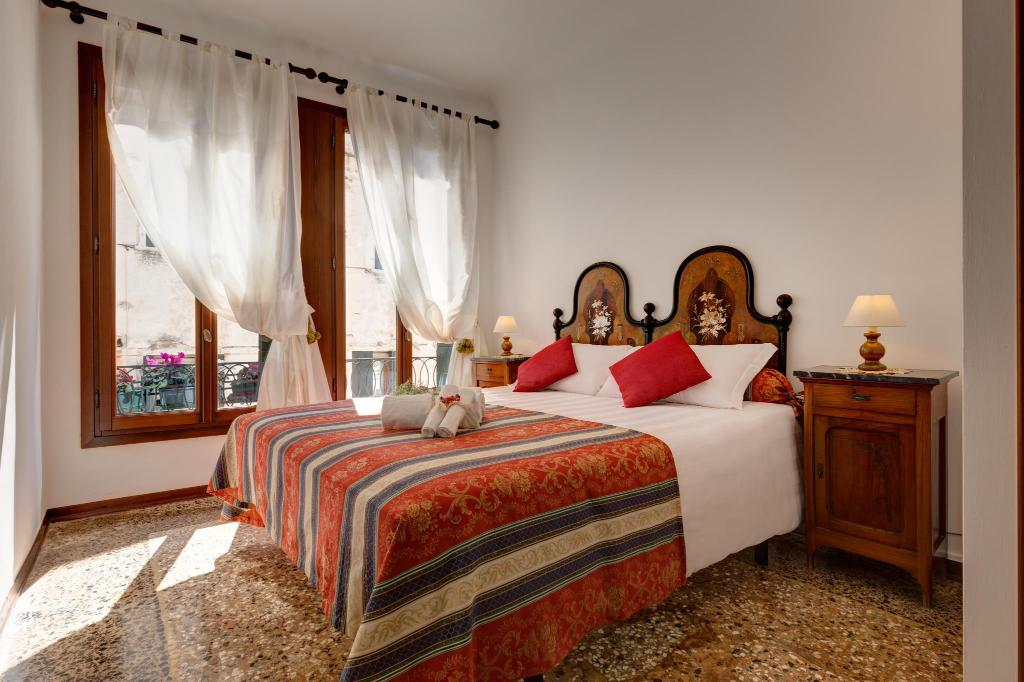 More about Hotel San Samuele