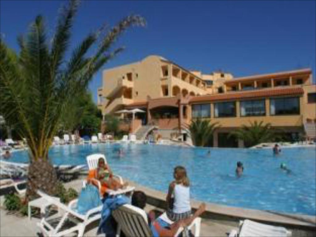 Swimming pool Hotel I Melograni
