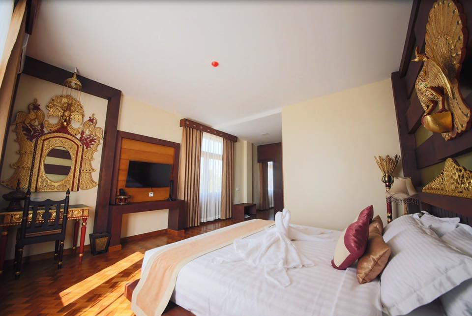 Suite-1 King Bed, Non-Smoking, Mini Bar, High Speed Internet Access, Safe, Full Breakfast