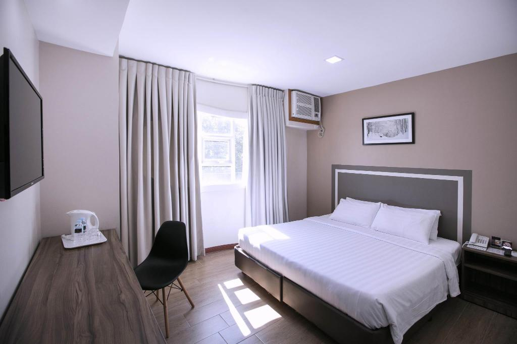 Standard Double Twin Room Guestroom S Hotel Residences