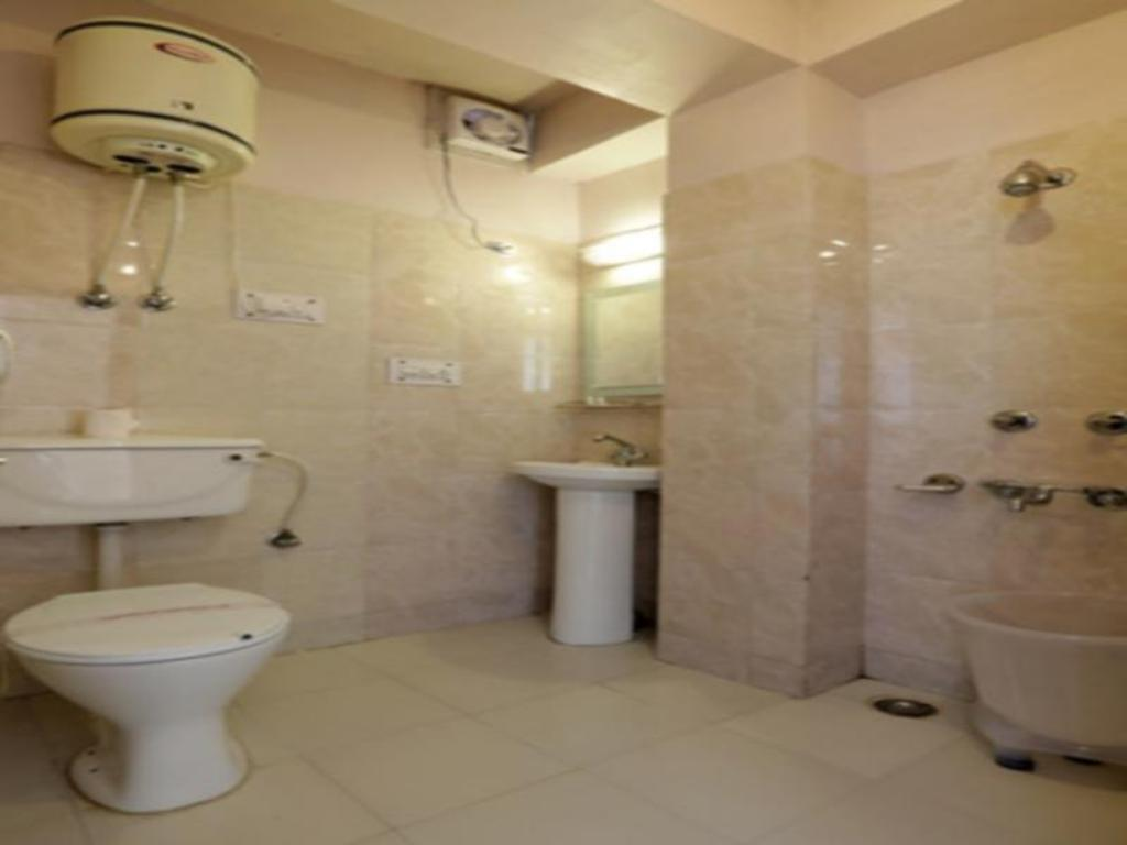 Best price on hotel harmony purple mall road shimla in for Best bathrooms on the road