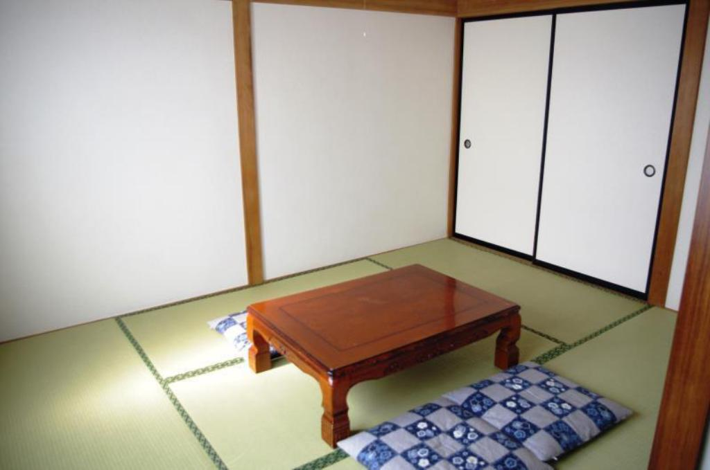 Economy Japanese-Style Room A K's House Fuji View - Backpackers Hostel