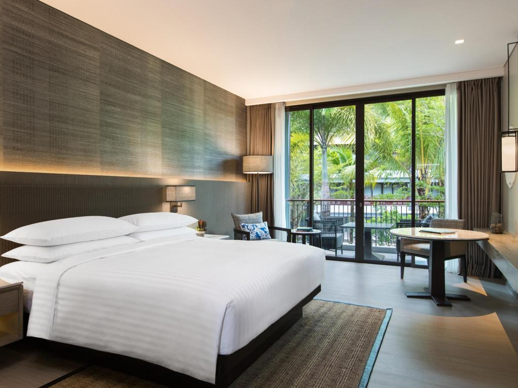 Deluxe Garden View, Guest room, 1 King or 2 Double, Balcony - Bed Phuket Marriott Resort and Spa, Nai Yang Beach