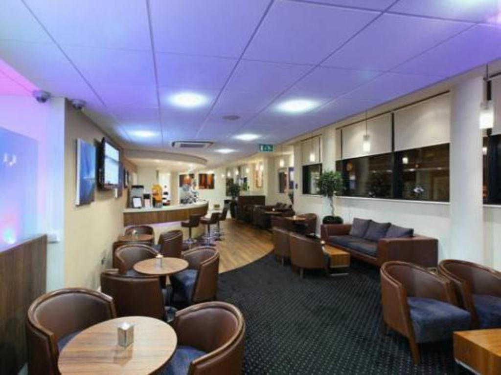 Lobi Holiday Inn Express Cheltenham Town Centre