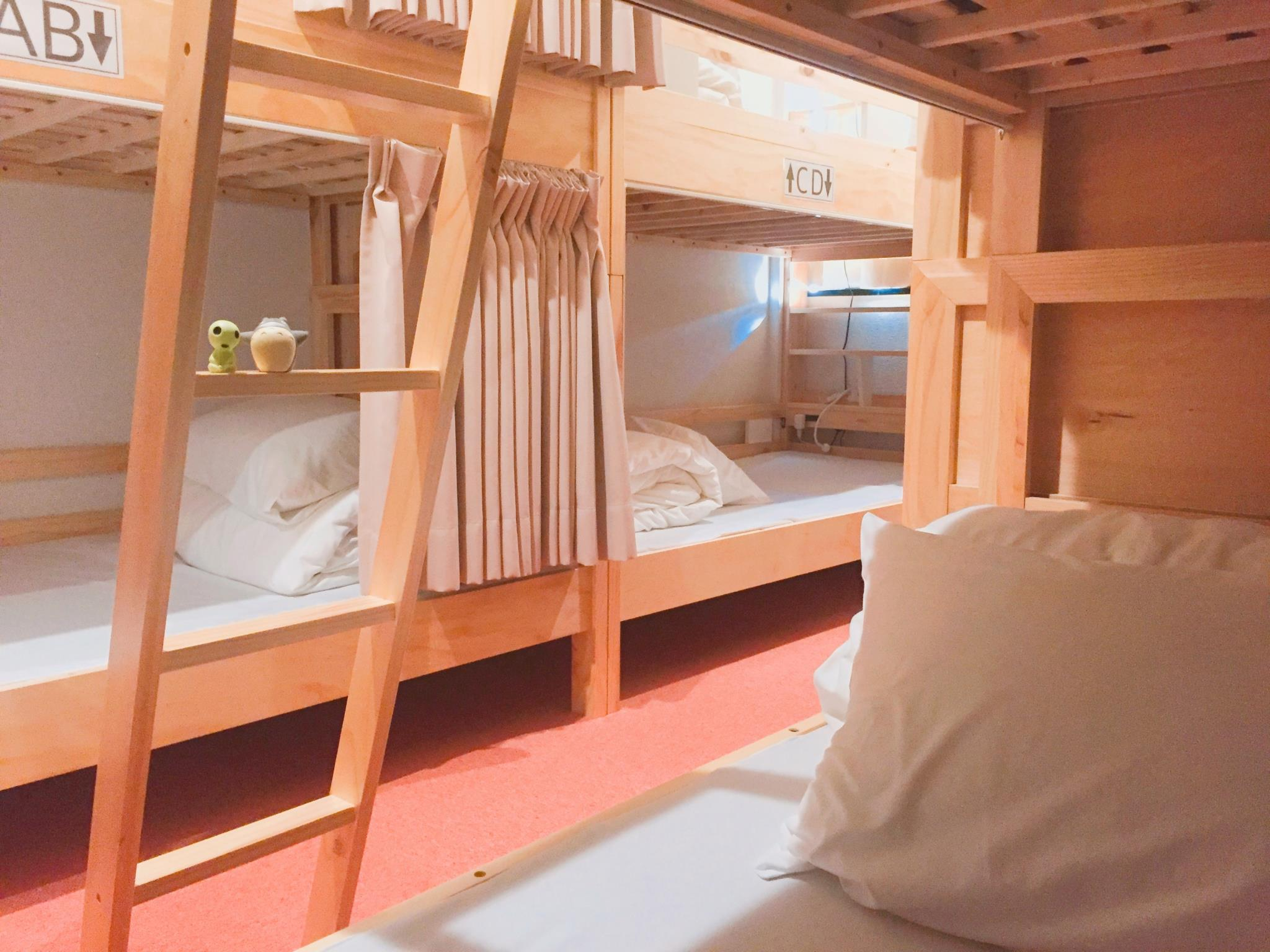 8人女生宿舍 (Female Dormitory 8-Bed)