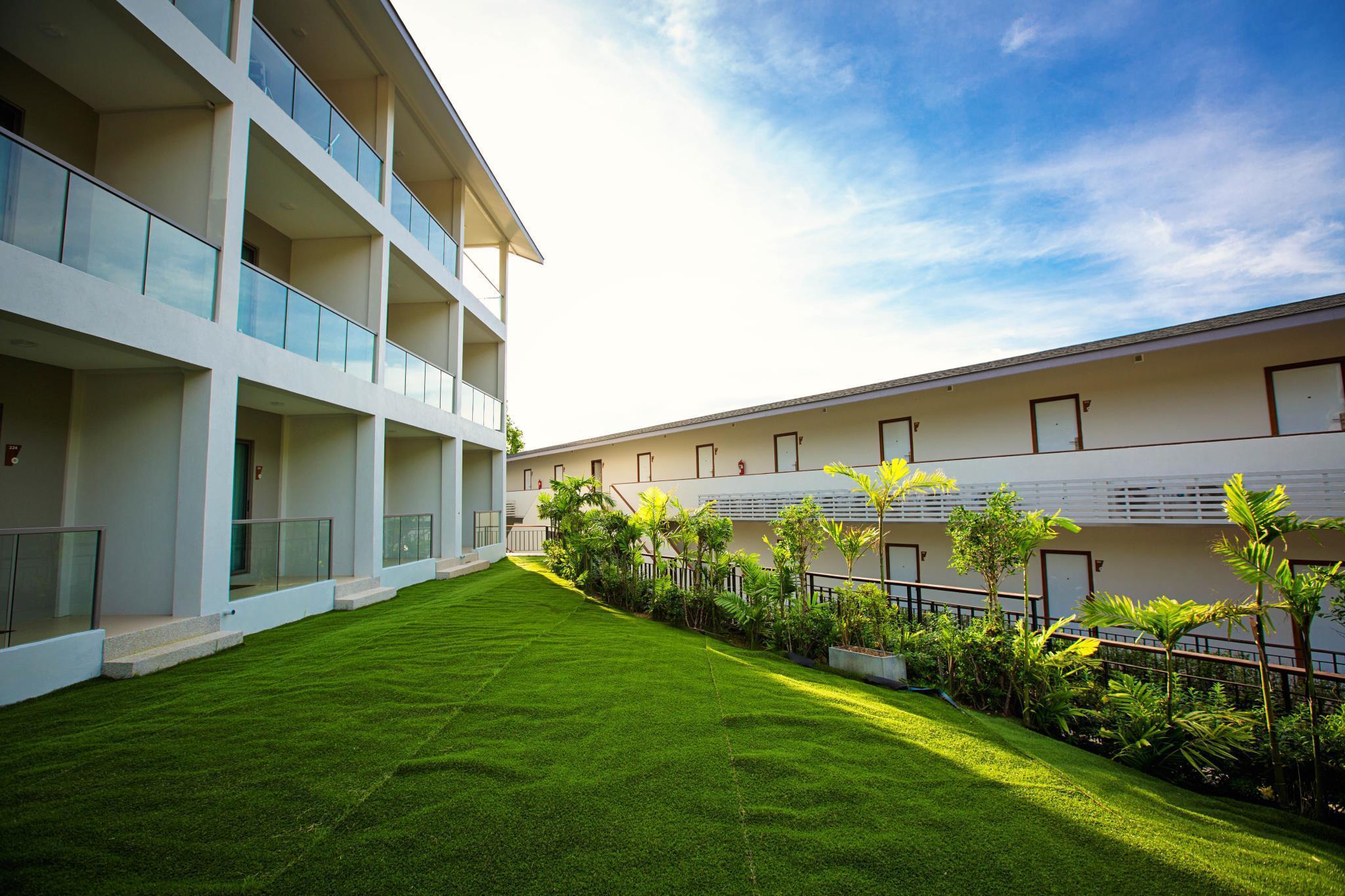 Best Price on Sunset Beach Club Hotel in Koh Phangan + Reviews!