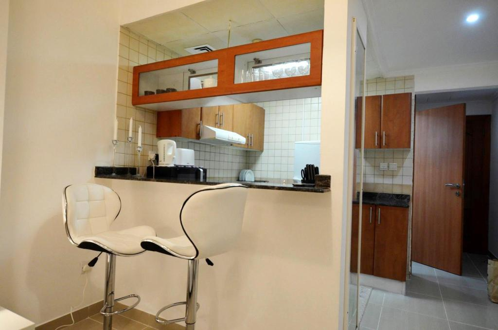 Best Price on Furnished Studio For Rent - Dubai Marina in