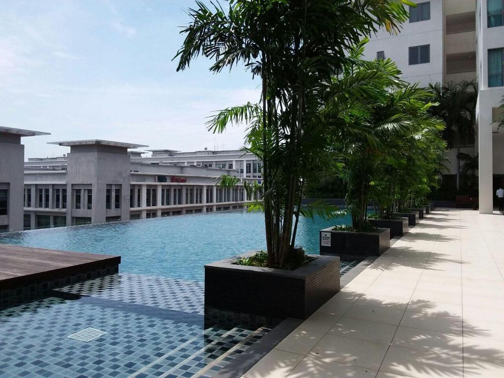 Swimming pool [outdoor] Sunset & Seaview Vacation Condo City Centre @ IMAGO Shopping Mall