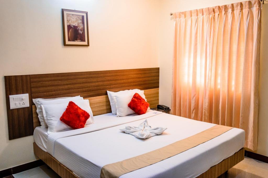 Best price on hotel sree devi madurai in madurai reviews executive room bed hotel sree devi madurai solutioingenieria Images