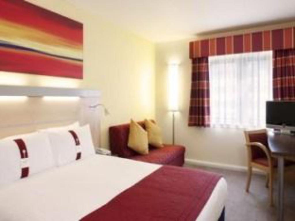 1 Double Bed With Sofa Bed Non-smoking Holiday Inn Express Edinburgh – Royal Mile