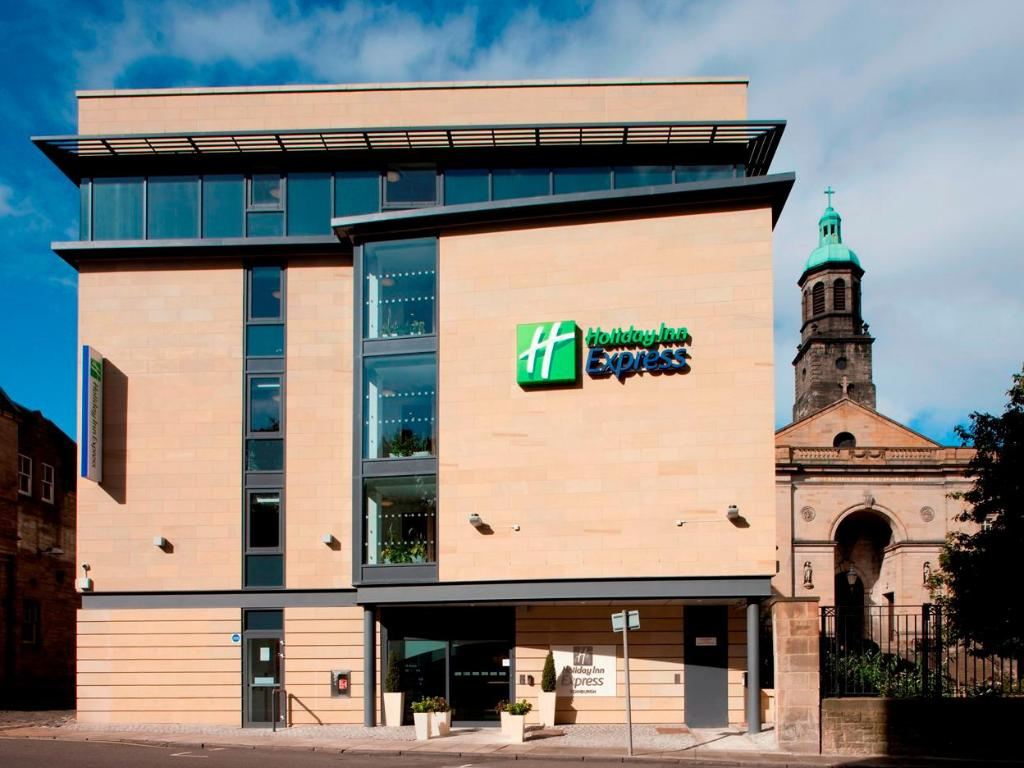More about Holiday Inn Express Edinburgh – Royal Mile
