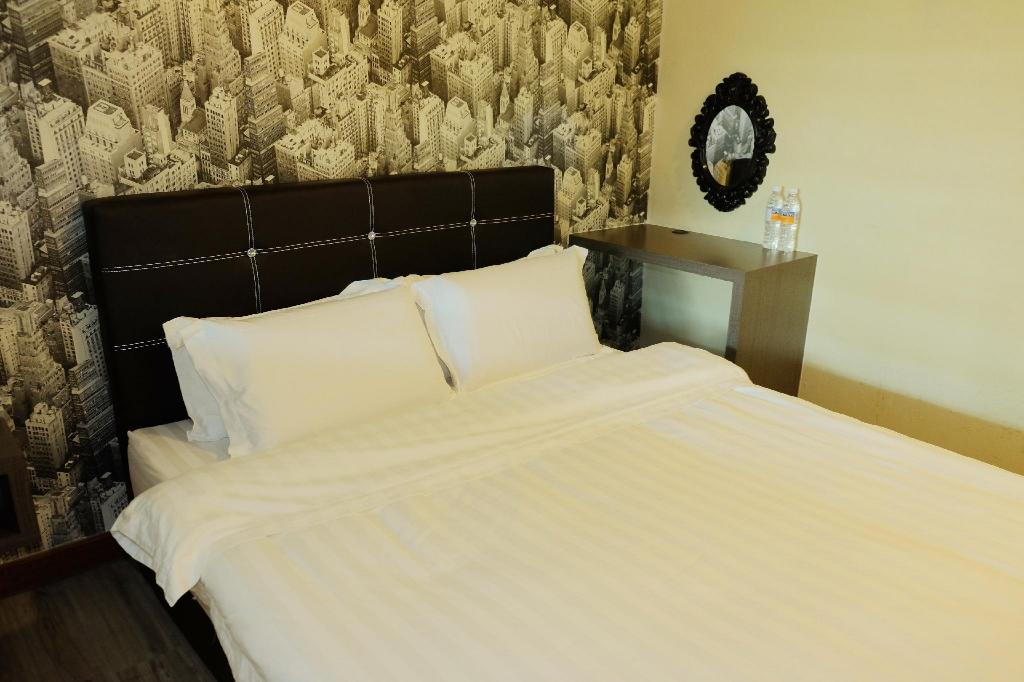 Double Room with Private Bathroom - Bed