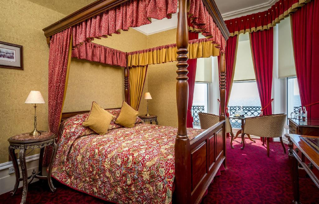 Double Room with Four Poster Bed - Bedroom