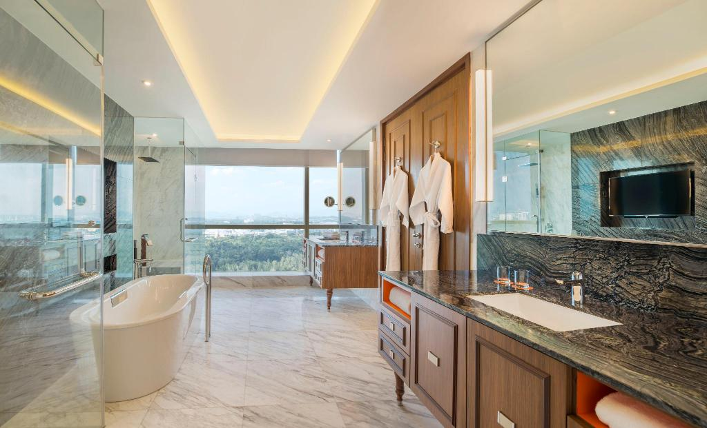 Presidential Suite, Presidential Suite, 1 King - Bathroom